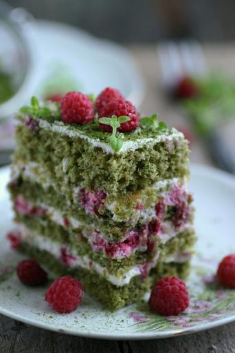 Rohelise tee kook vaarikatega